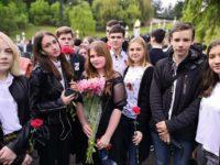 Возложение цветов на мемориале
