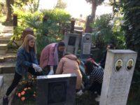 Акция по уборке захороненений Героев Отечества